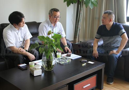 日本团队与领导洽谈